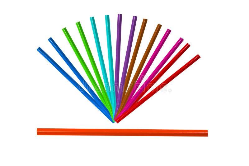 arrangment av den färgrika blyertspennan på den vita backgrounisolaten arkivbilder