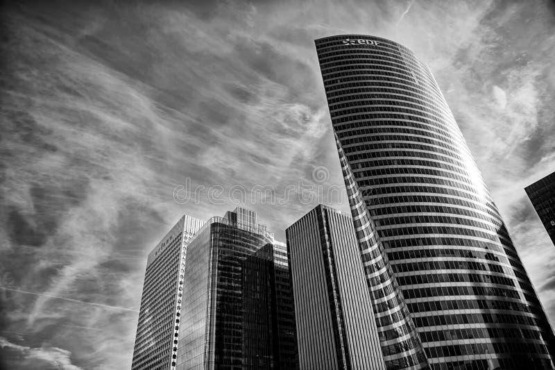 Arranha-céus, construção da torre do FED do revestimento de aço e janelas de vidro fotos de stock