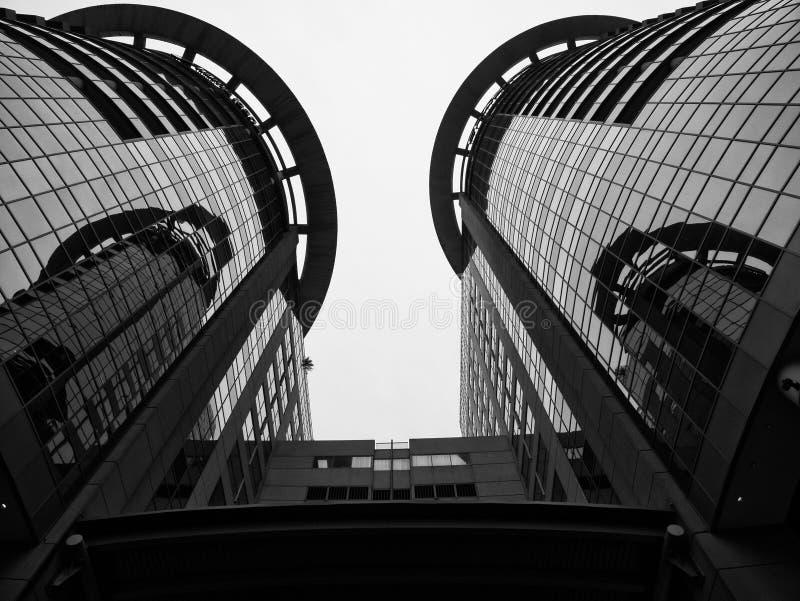 Arranha-céus da cidade na baixa imagem de stock