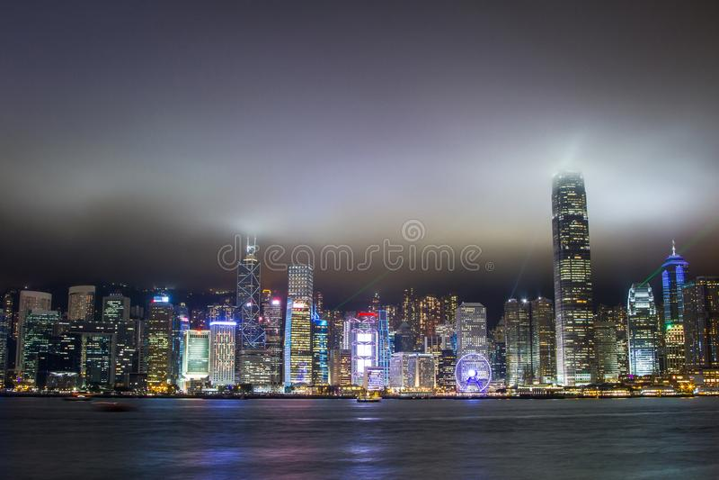 Arranha-céus de Hong Kong na noite foto de stock