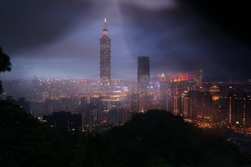 Arranha-céus de Taipei 101 da montanha do elefante fotos de stock royalty free