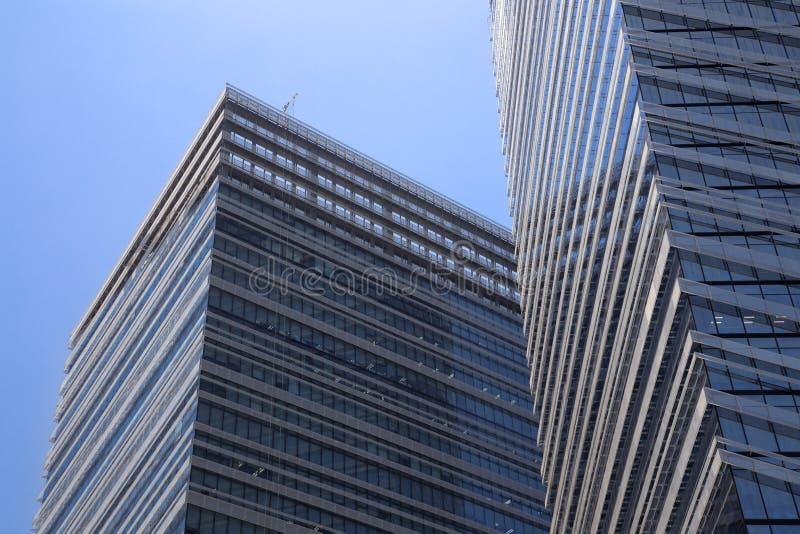 Arranha-céus de vidro em Makati, centro de negócios de Manila, Filipinas imagens de stock royalty free