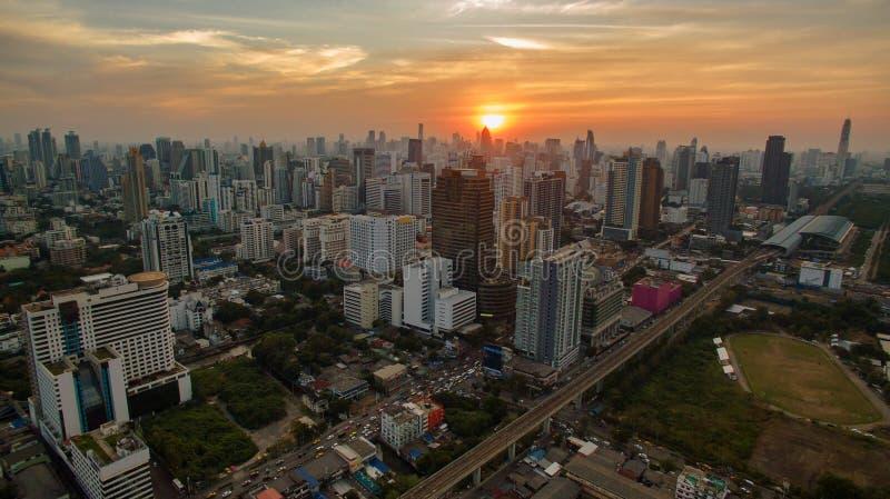 Arranha-céus despercebido da vista aérea no coração do capit de Banguecoque Tailândia fotografia de stock