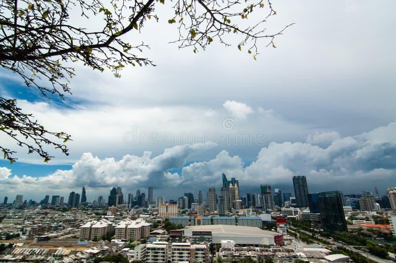 Arranha-céus, do centro, arquiteturas da cidade de Banguecoque, nuvem de chuva, Tailândia fotos de stock