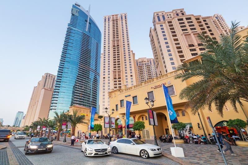 Arranha-céus do porto de Dubai imagens de stock