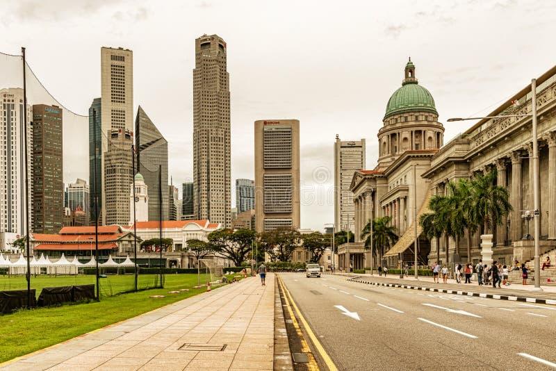 Arranha-céus e National Gallery que constroem em Singapura imagens de stock royalty free