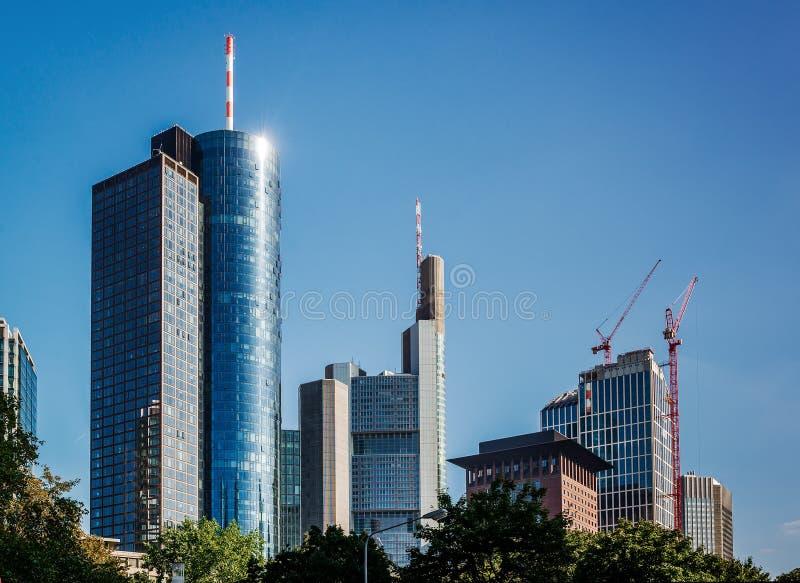 Arranha-céus modernos de vidro de Francoforte - am - cano principal imagens de stock royalty free