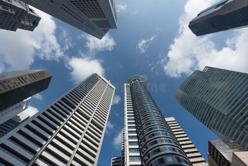Arranha-céus modernos do escritório para negócios no distrito comercial fotos de stock