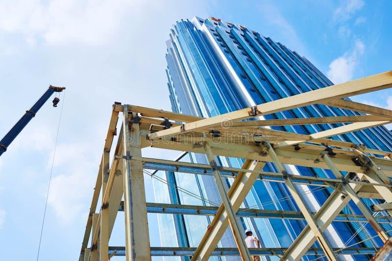 Arranha-céus na construção fotografia de stock royalty free