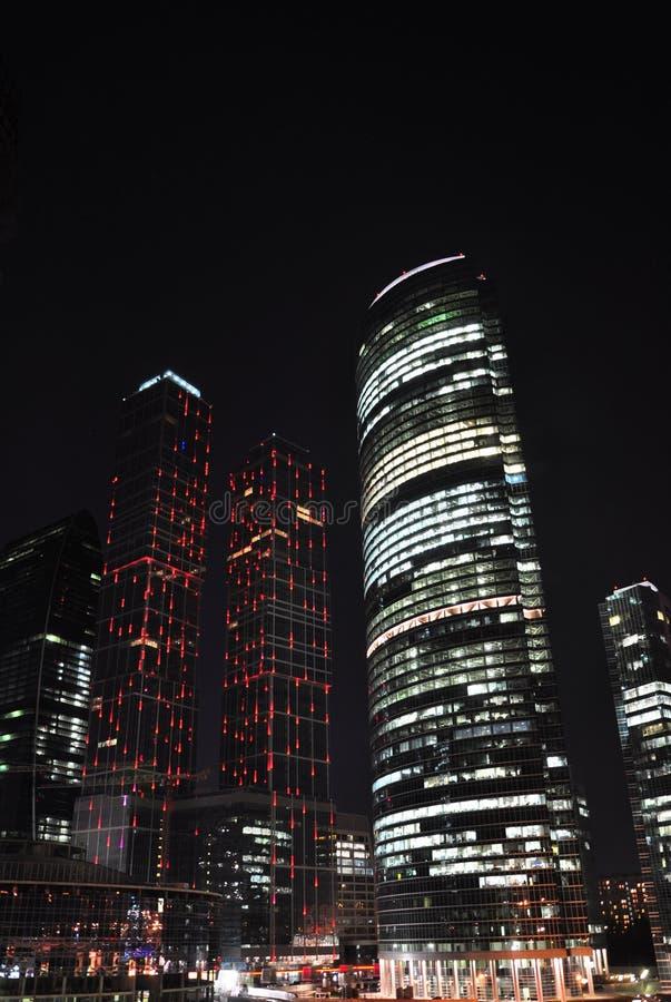 Download Arranha-céus na noite. imagem de stock. Imagem de centro - 16859095