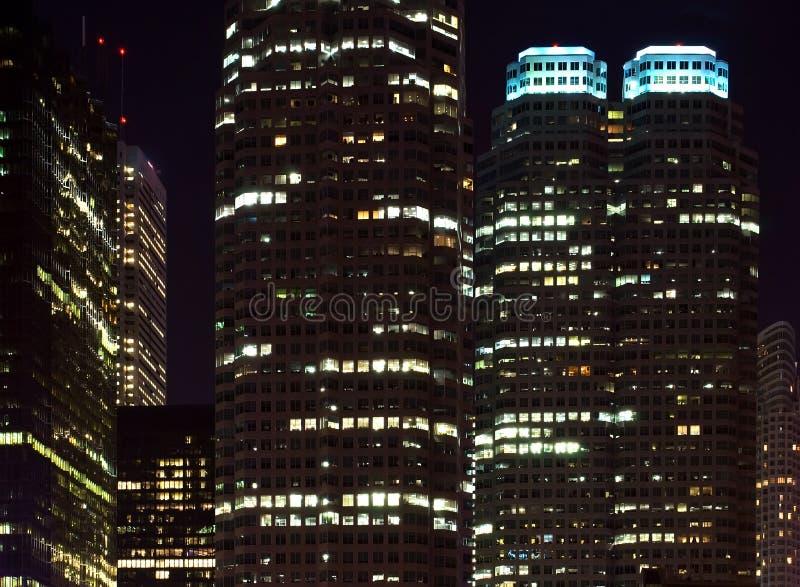 Arranha-céus no nighttime imagem de stock royalty free