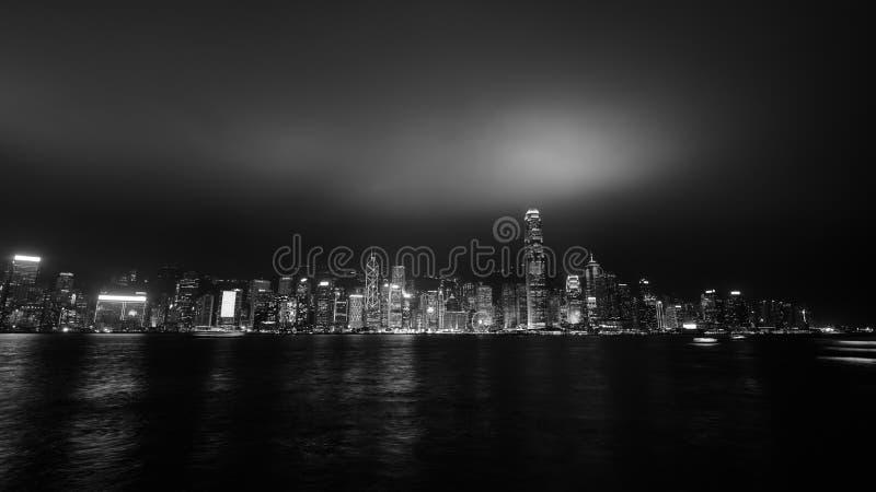 Arranha-céus no porto de victoria em Hong Kong imagem de stock