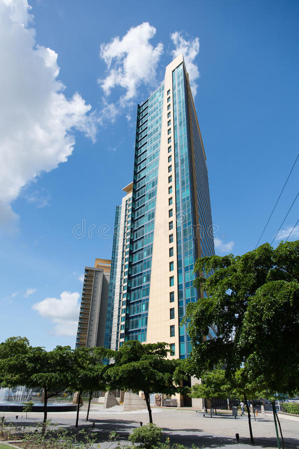 Download Arranha-céus Ou Torres Altas Foto de Stock - Imagem de cityscape, projeto: 80101726
