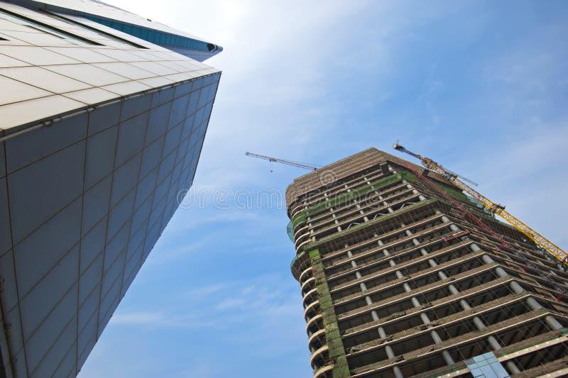 Arranha-céus sob a construção fotografia de stock