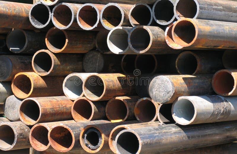 Arranjo abstrato das tubulações de aço corrmoídas imagem de stock royalty free