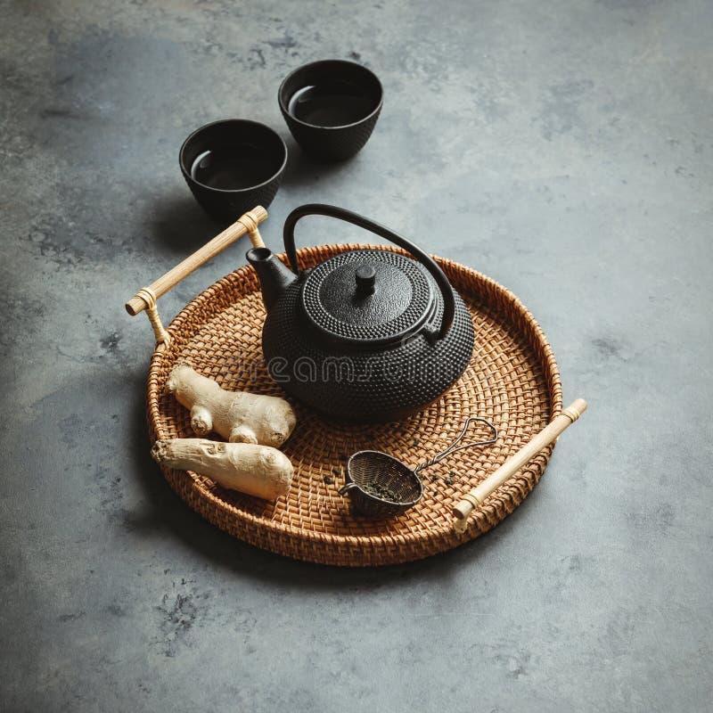 Arranjo asiático tradicional da cerimônia de chá, vista superior imagens de stock
