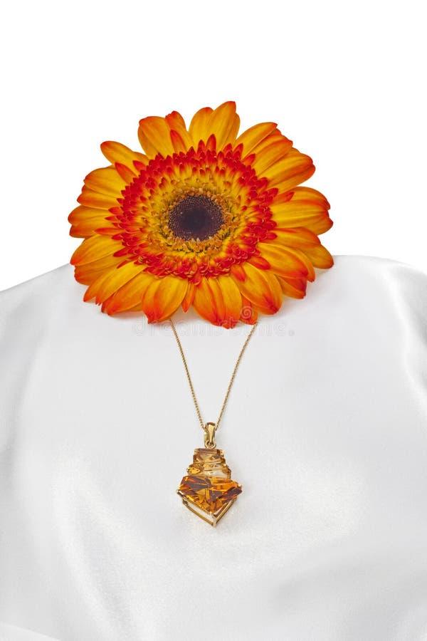 Arranjo da flor com pedra preciosa fotos de stock royalty free