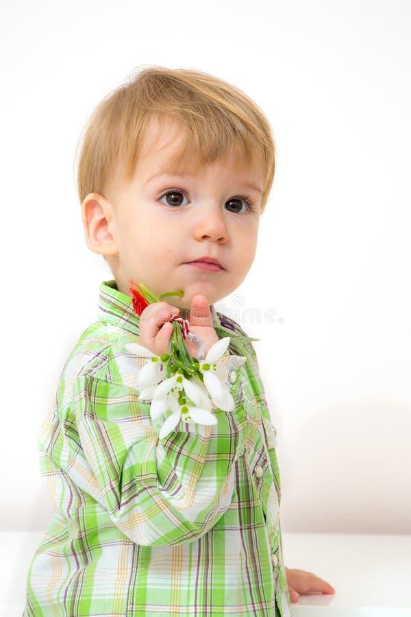 Arranjo da mola do rapaz pequeno imagens de stock royalty free