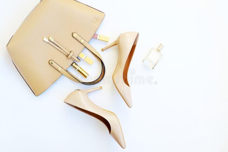 Arranjo feminino criativo na moda dos acessórios da configuração lisa imagens de stock royalty free