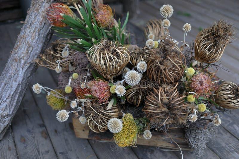 Arranjo floral pelo mar imagem de stock royalty free