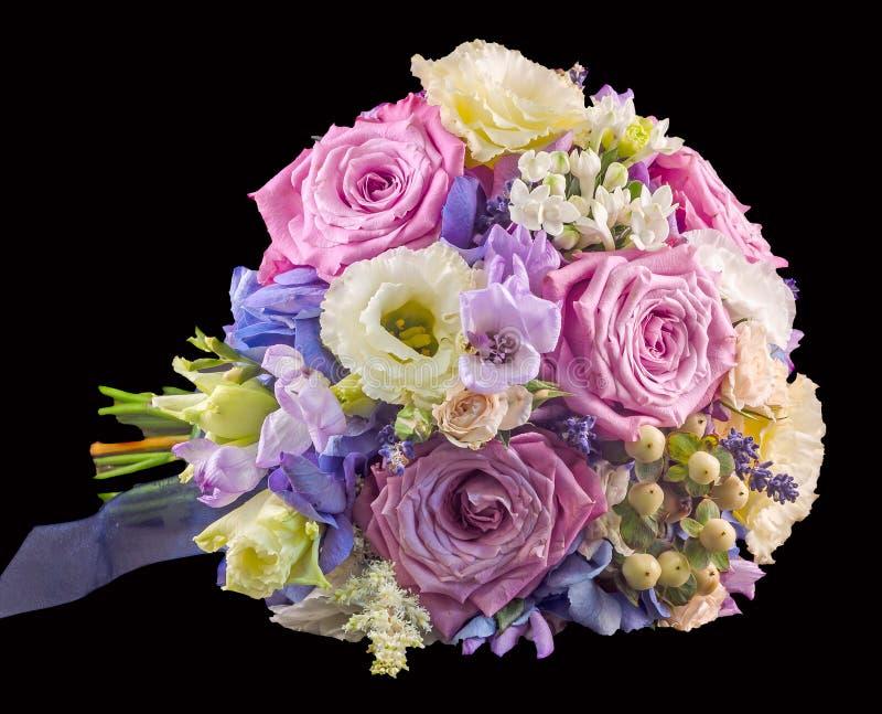 Arranjo floral vívido com rosas e a hortênsia malva Hortensis imagem de stock