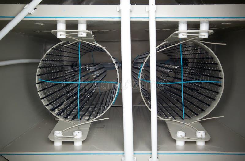 Arranjo interno do tanque biológico do tratamento de águas residuais com filtros imagem de stock