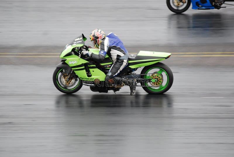 Arrasto que compete a motocicleta imagem de stock