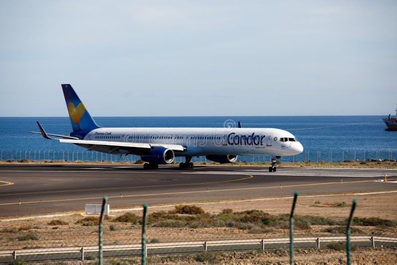 ARRECIFE, ESPANHA - 2 DE DEZEMBRO DE 2016: Boeing 757-300 do condor em Lanz foto de stock royalty free