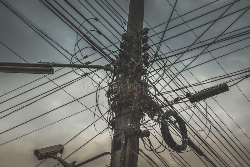 Arreglo complicado del alambre eléctrico imagenes de archivo