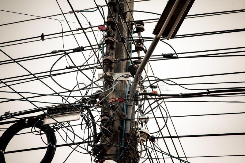 Arreglo complicado del alambre eléctrico fotos de archivo libres de regalías