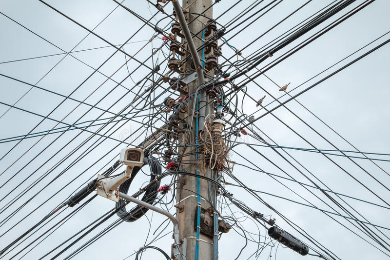 Arreglo complicado del alambre eléctrico fotografía de archivo