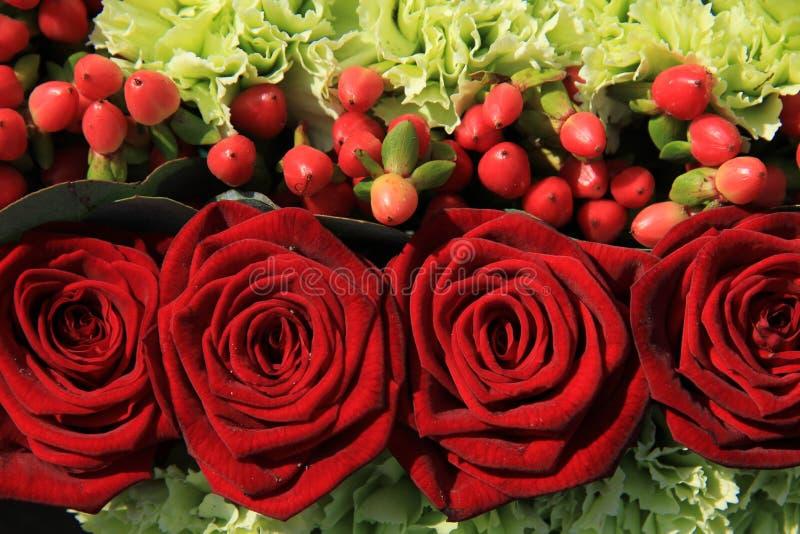 Arreglo de la boda de la rosa del rojo imagen de archivo