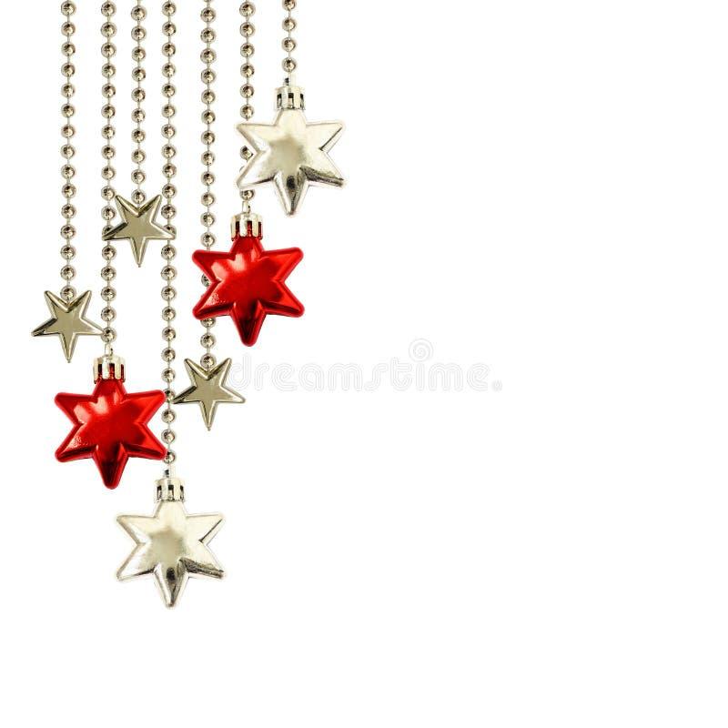 Arreglo de la Navidad con las estrellas rojas de la ejecución y de plata decorativas foto de archivo libre de regalías