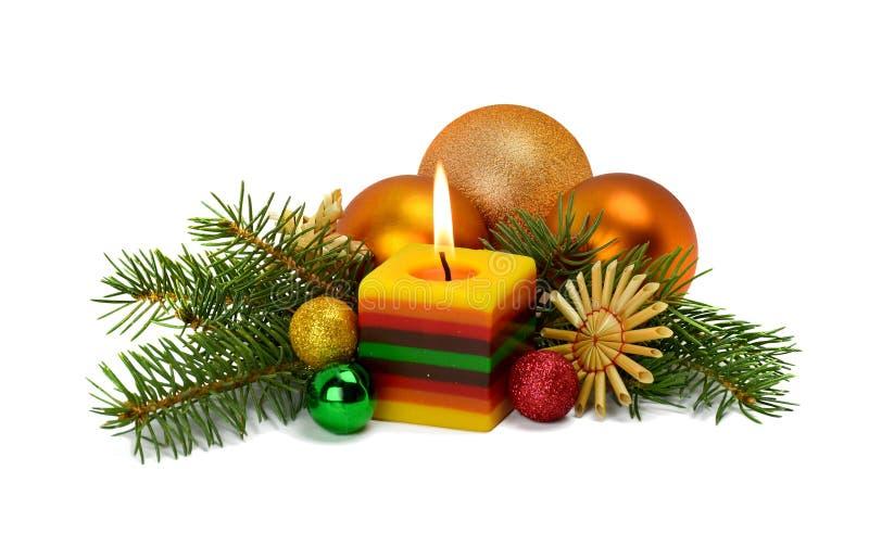 Arreglo de la Navidad en un estilo rústico con los ornamentos hechos de s imagen de archivo libre de regalías