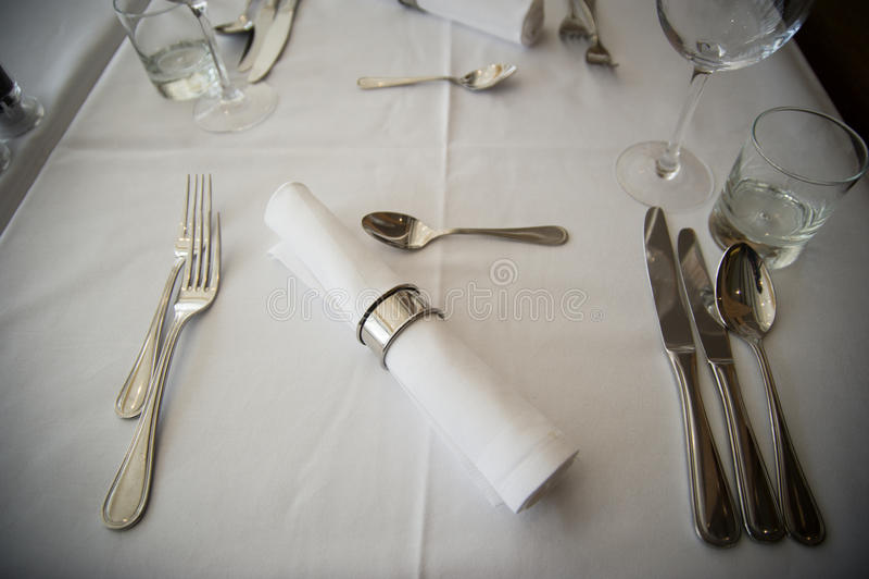 Arreglo elegante de la tabla en restaurante foto de archivo