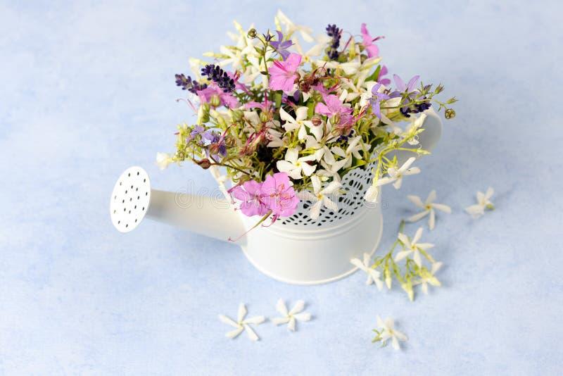 Arreglo floral imagen de archivo