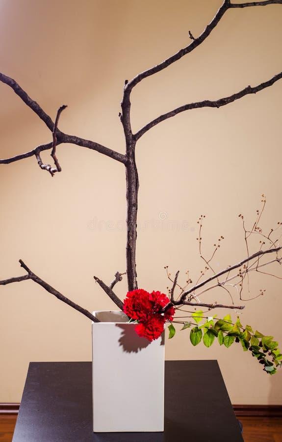 Arreglo simple del ikebana imagenes de archivo