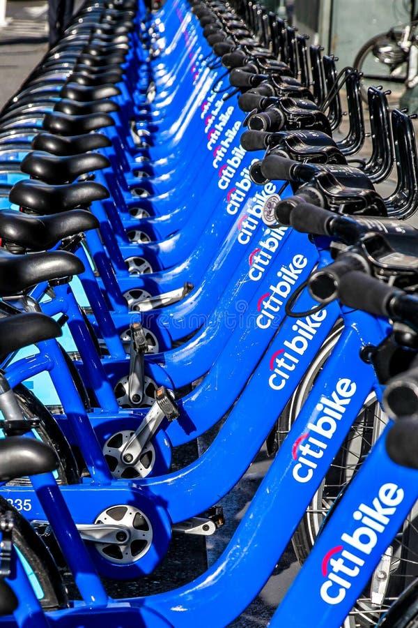 Arrendamento da bicicleta em New York City fotografia de stock royalty free