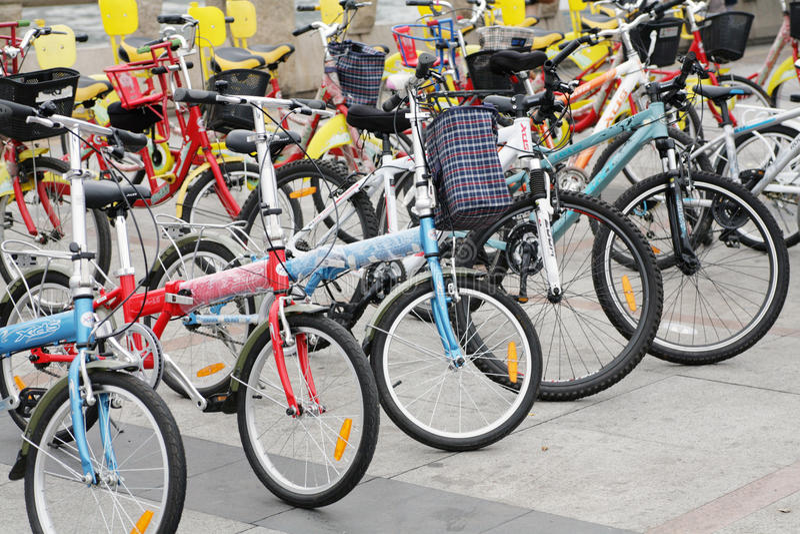 Arrendamento público da bicicleta foto de stock royalty free