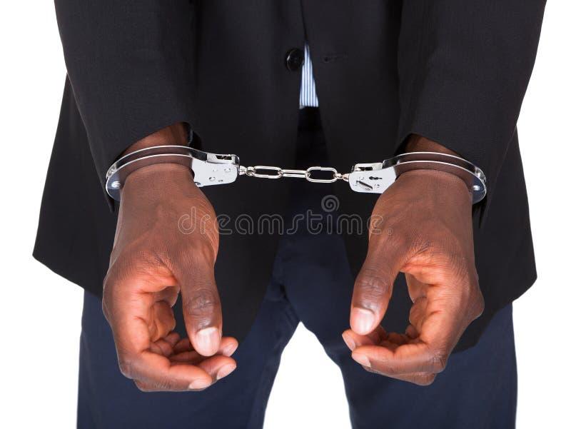 Arrestant met De handboeien om:doen Handen stock foto
