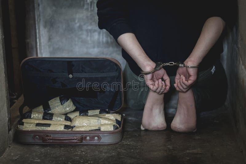 Arrestaron a los traficantes de drogas junto con su heroína E fotos de archivo libres de regalías