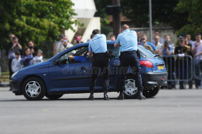 Arrestato dai gendarmi immagini stock