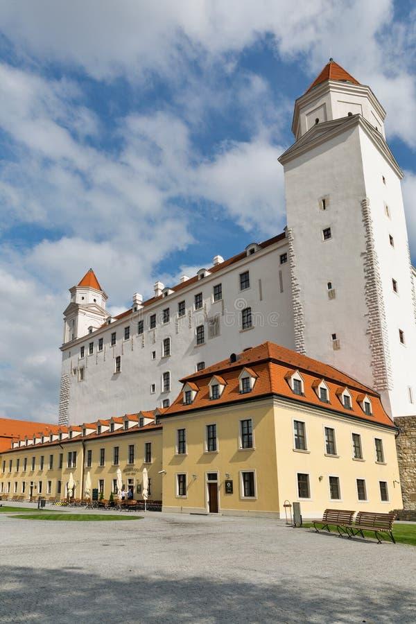 Arrière cour de château médiéval à Bratislava, Slovaquie photos stock