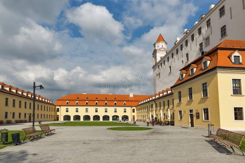Arrière cour de château médiéval à Bratislava, Slovaquie images stock