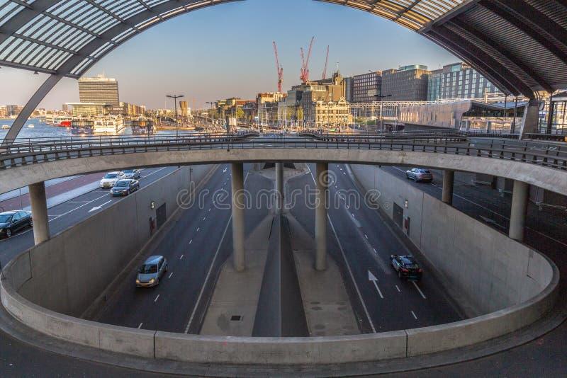 Arrière de la station centrale à Amsterdam CBD image stock