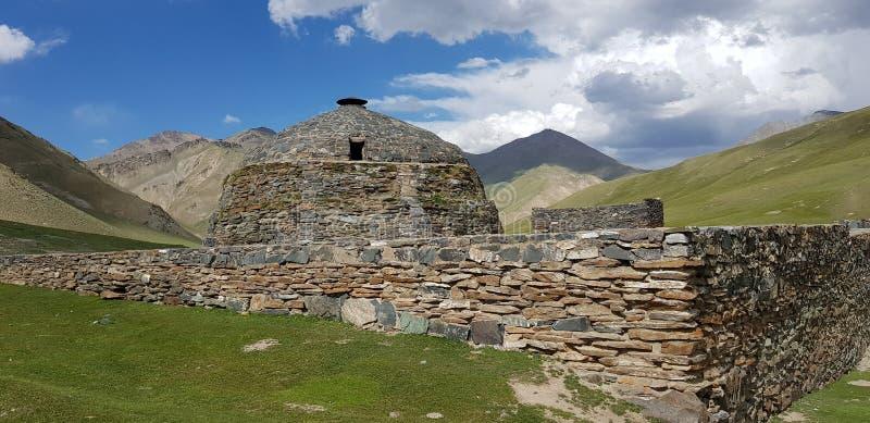 Arrière de Tash-Rabat, forteresse dans l'oblast de Naryn, Kirghizistan images stock