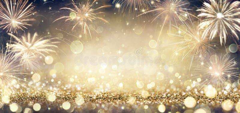 Arrière-plan doré brillant avec feux d'artifice image libre de droits