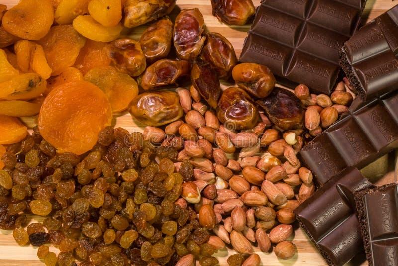 Arrière-plan du mélange de noix et de raisins secs images stock