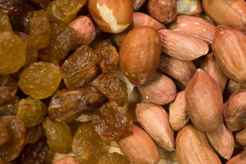 Arrière-plan du mélange de noix et de raisins secs photos libres de droits