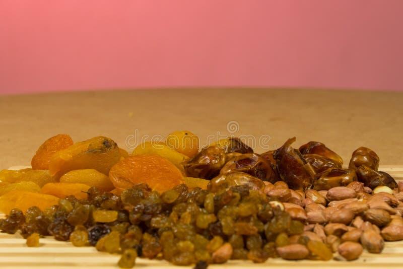 Arrière-plan du mélange de noix et de raisins secs photo stock